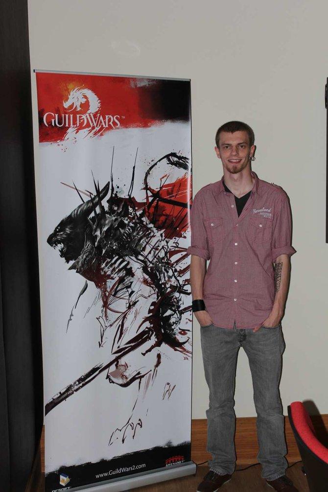 Online-Rollenspiel-Experte Jannick (links) besuchte für Guild Wars 2 seine Heimatstadt Hamburg. ...