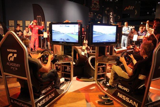 Am ersten Tag traten die 32 Teilnehmer in Gran Turismo 5 gegeneinander an.