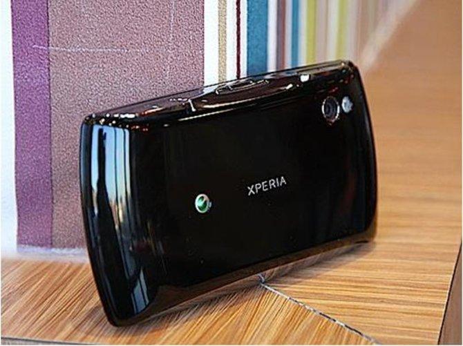 So sieht der Rücken von Xperia Play aus