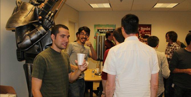 Da feiern sie - die Entwickler von Bethesda trinken ihren Met.