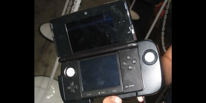 Das 3DS Circle Pad Pro erweitert den 3DS um einen Analogstick.