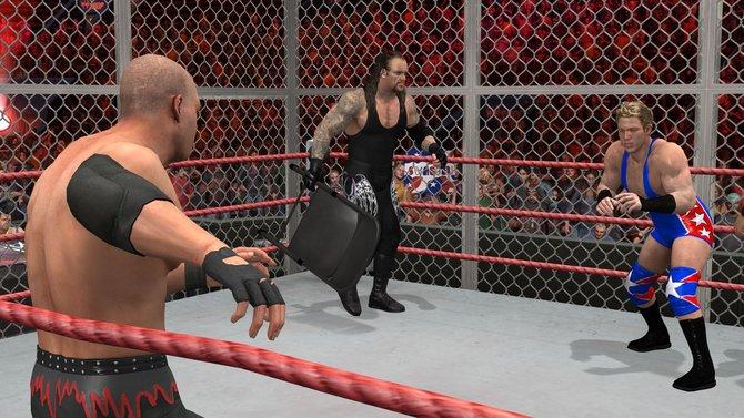 Links: Die Qual der Wahl. Wer kriegt den Klappstuhl ab (Bild aus Smackdown vs. Raw 2011)? Mitte: In WWE ...