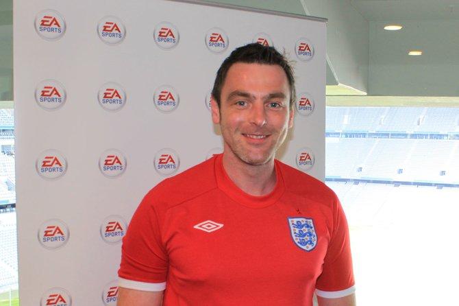 Der sympathische FIFA-Produzent David Rutter steht Rede und Antwort.