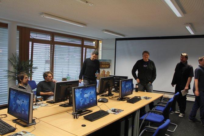 Christopher Schmitz, Entwickler von Anno 2070, lädt zum Probespielen ein.