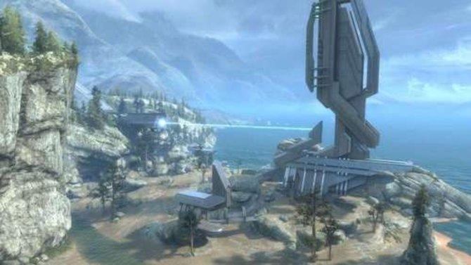 Halo - Reach: Die Tempest-Map verbindet festen Untergrund mit Wasser.