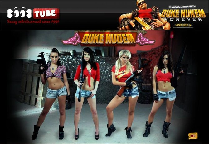 Vier Frauen, vier Waffen und nur ein Mann. Und den spielt ihr!