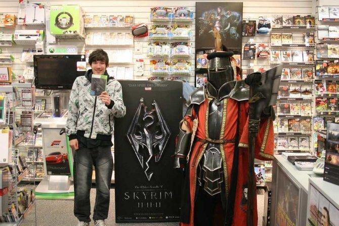 Hier im Gamestop in Saarbrücken stand dieser edle Ritter - am 11. November. Erscheinungstag!