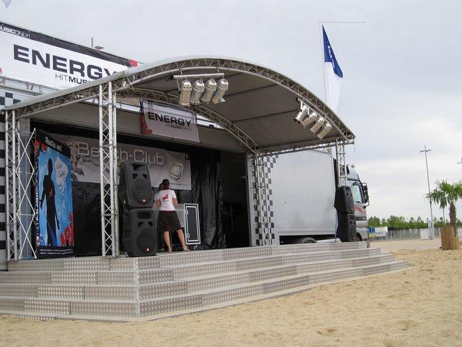 Radio Energy organisiert am GCO-Strand ein komplettes Bühnenprogramm. In der Mitte ...