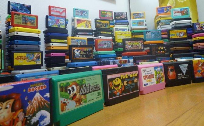 Diese kleinen bunten Plastikkassetten sind das Futter des japanischen Famicom, aus dem zwei Jahre später in der westlichen Welt das NES wird.