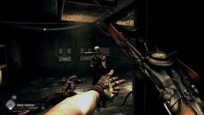 Die Wingsticks sind nicht nur lautlos, sondern suchen automatisch die Köpfe ihrer Gegner (Bild links). Mit der richtigen Munition ...