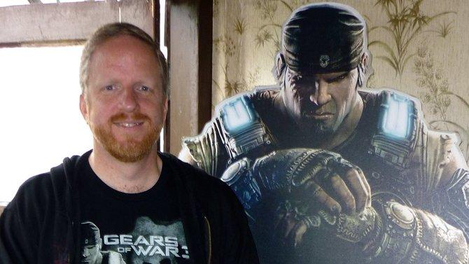 Rod Ferguson (Bild Mitte), Ausführender Produzent des Spiels, kam ...