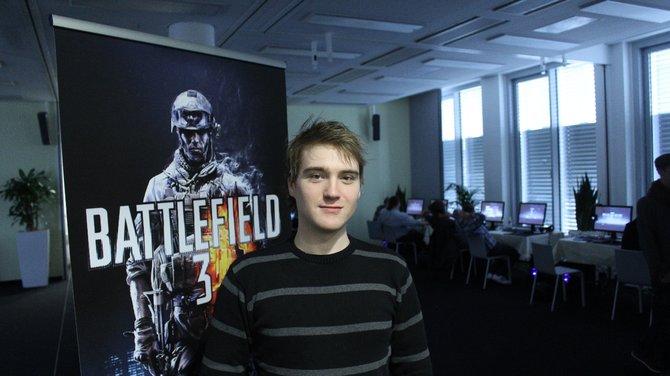 Angekommen bei EA in Köln warten haufenweise PCs darauf, dass die geladenen Journalisten sich Back to ...