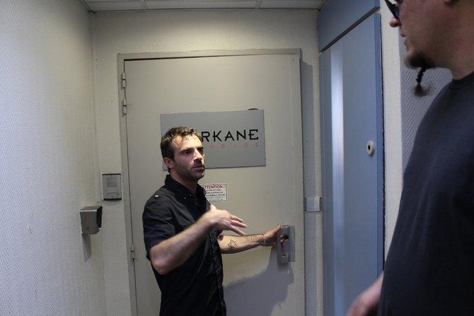 Die Tür zum Arkane-Studio in Lyon. Hier wartet Dishonored auf spieletipps.