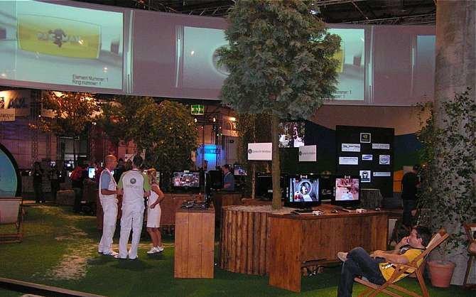 Microsoft hatte einen idyllischen Garten für die zahlreichen Besucher mit vielen Displays ...