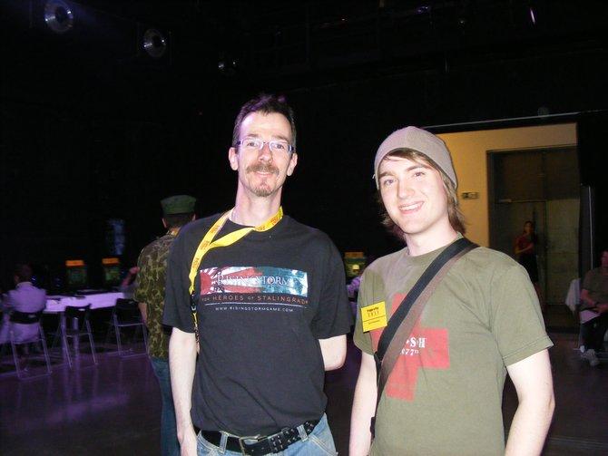 Von links: spieletipps-Jungredakteur David Dieckmann trifft den Produzent Tony Gillham von ...