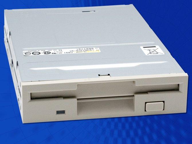 Wenn in eurem Rechner noch solche Hardware steckt, dann solltet ihr vielleicht über einen neuen PC nachdenken.