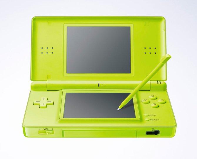 Die Urversion des DS (links) schwächelt noch in Sachen Bildschirmhelligkeit. Deutlich formschöner ...
