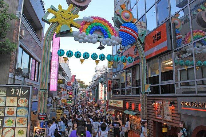 Die Shoppingmeile Harajuku in Shibuya (links), Electric ...