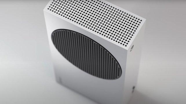 Mithilfe der Luftlöcher auf der Oberseite der Xbox Series S kann Wärme abtransportiert werden.