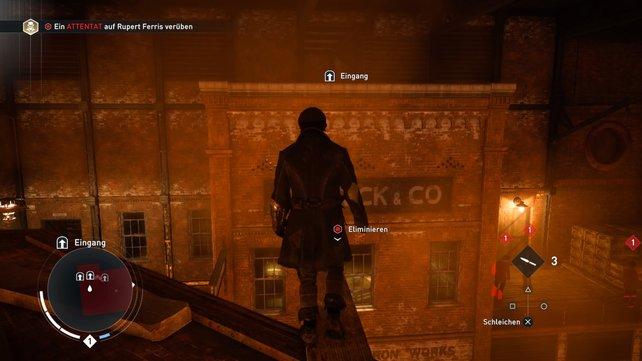 Dort versteckt sich euer erstes Opfer. Der Weg über das Dach ist besonders effektiv.