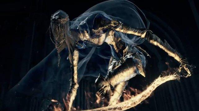Die Tänzerin des Nordwindtals schlägt mit ihrem mächtigen Flammenschwert zu.