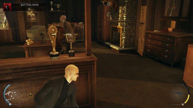 In dem Zimmer könnt ihr den alten Mann überraschen - und den Safe plündern.