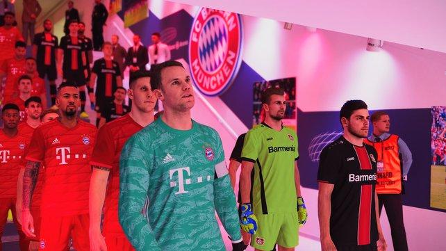 Der Detailgrad der Allianz Arena und die der Spielermodelle fällt bei den meisten Mannschaften im Vergleich deutlich geringer aus.