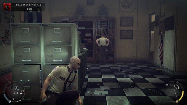 Durch diese kleine Büro kommt ihr, wenn ihr den Schacht wählt.