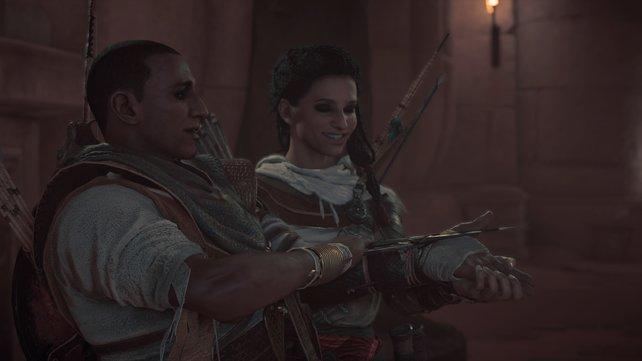 Aya übergibt ihrem Mann die berühmte versteckte Klinge, die fortan von jedem Assassinen getragen wird.