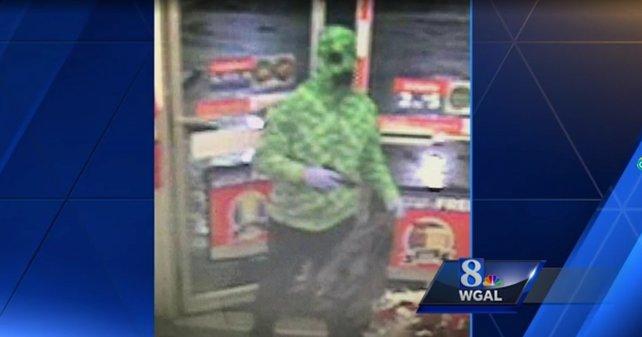 Ein Bild des als Creeper verkleideten Räubers kurz nach dem Überfall.