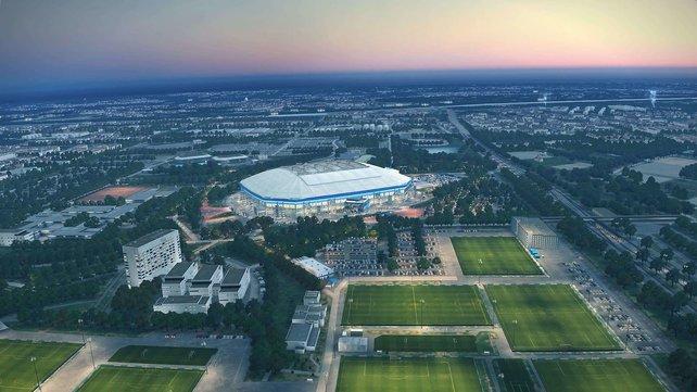 Von Partnervereinen wie dem FC Schalke sind wunderschöne Stadion-Luftaufnahmen enthalten. Für die passende Vorlage hat das Entwicklerteam via Helikopter echte Bilder aus der Luft geschossen.