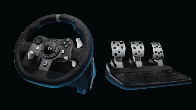 Für Xbox-Raser gibt es das sehr ähnliche G920, das aber ohne roten Drehregler auskommt.