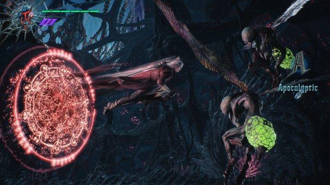 Dante verfügt über mehrere Kampfstile. Hier wendet er eine Trickster-Fähigkeit an.