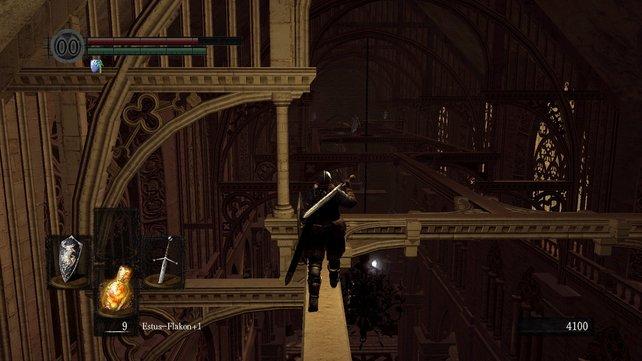 Seid vorsichtig, wenn ihr über die Balken balanciert.