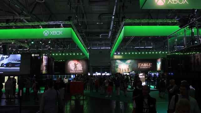 Beim in Grün gehüllten Xbox-Stand gibt es zahlreiche Spiele zum Anspielen.