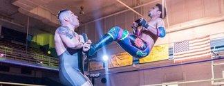 Panorama: Wrestler zockt während der Schaukämpfe