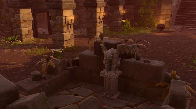 Diese Steinstatuen sind die gesuchten Wasserspeier. Sie werden auch als Gargoyles bezeichnet.