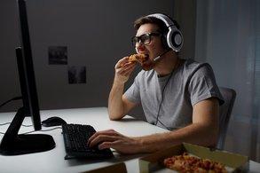 Männliche Gamer haben ein Snack-Problem