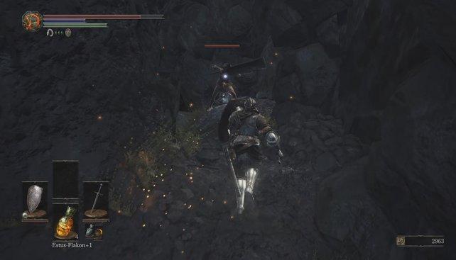 Die Dame will euch auf dem Pfad der Opferungen mit ihrem riesigen Schlachtermesser erschlagen.