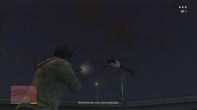 Ballert noch den Helikopter runter und flüchtet dann.