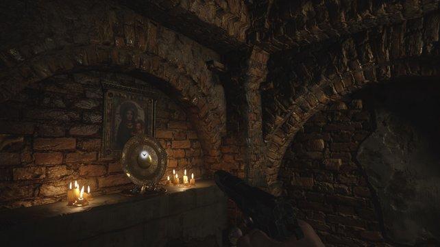 Hier beim Altar findet ihr das goldene Guglielmos Teller.