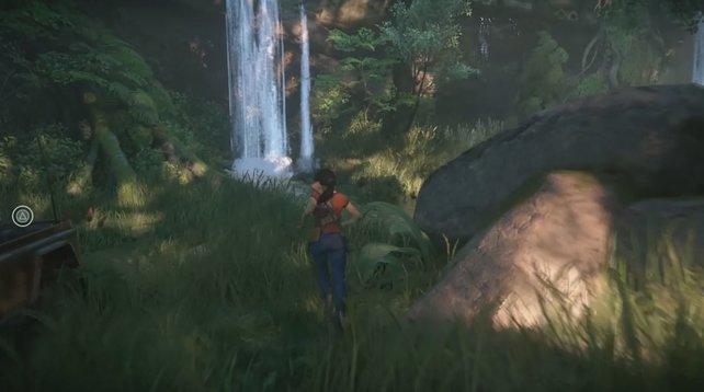 Rechts von dem Wasserfall findet ihr die Höhle.