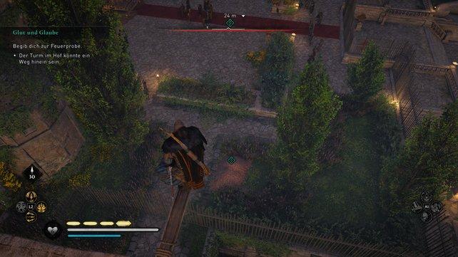Klettert auf den Turm. Von hier aus könnt ihr nämlich in den abgeschotteten Hof der Villa springen.