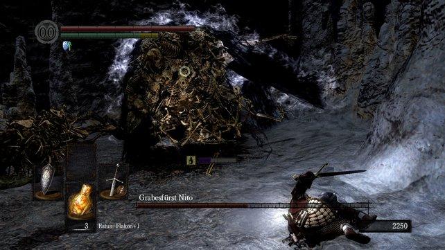 Nito hat sehr mächtige, aber auch sehr langsame Angriffe, nach denen er Sekunden braucht, um wieder zu sich zu kommen. Nutzt diese Momente aus (siehe Bild).
