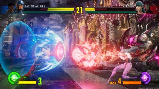 Morrigan schickt Captain America eine Soul Fist entgegen, der stürmt mit seinem Schild voran.