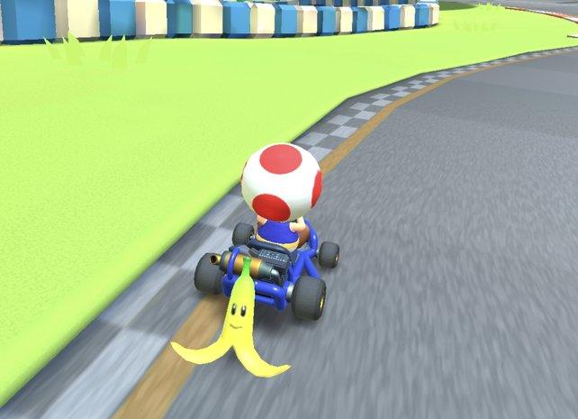 Auch die guten alten Bananen sind in Mario Kart Tour dabei.