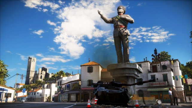 Noch steht die Statue von General di Ravello. Ihr sollt den Burschen zu Fall bringen!