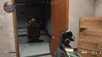 Zwei Spieler kämpfen mit einer Tür