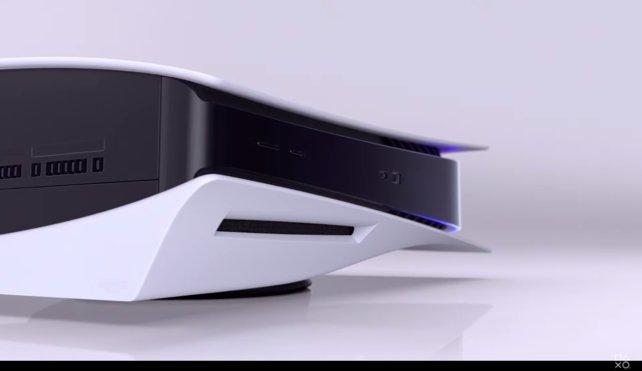 Über einen der USB-Anschlüsse eurer PlayStation 5 könnt ihr den entsprechenden externen Speicherträger anschließen.