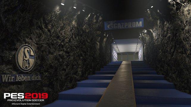 Konami baut den Aufgang der Veltins-Arena für PES 2019 realistisch nach.
